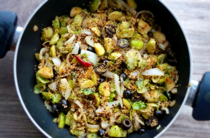 TASTY VEGAN BRUSSELS SPROUTS WITH QUINOA