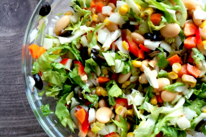 High-fiber salad recipe! This easy vegan recipe is rich in fiber and protein, filling and will leave you feeling amazing!
