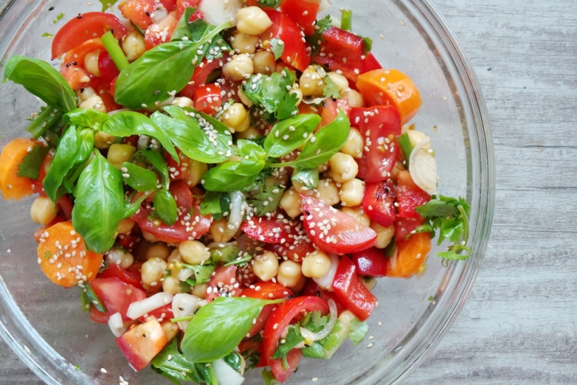 Healthy tomato chickpea salad recipe - a super easy Mediterranean diet recipe you have to try!