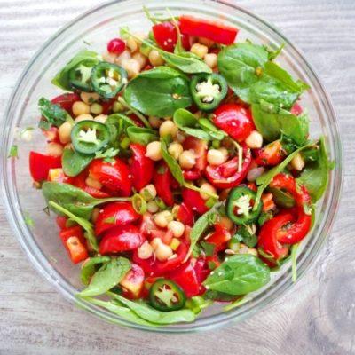 Healthy Tomato & Chickpea Salad Recipe