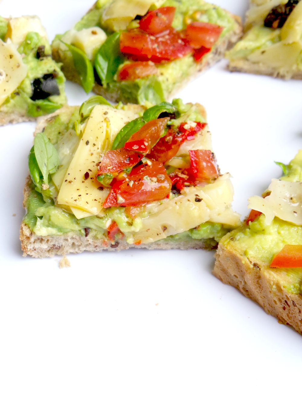 5-Minute avocado toast with vegetables - great breakfast idea that is vegan and healthy