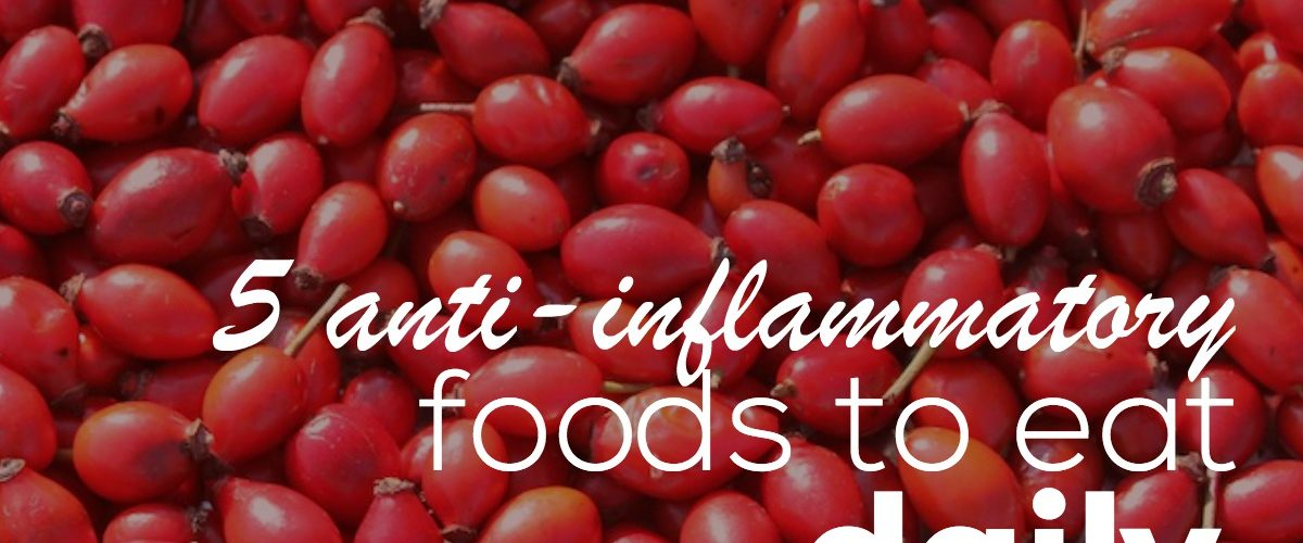 Eat these 5 anti-inflammatory foods daily to get rid of inflammation. Inflammation is linked to depression, difficult weight loss and a number of age-related diseases like cancer, cardiovascular disease & Alzheimer's. These 5 anti-inflammatory foods are low in calories and you can add them to your smoothies, salads and almost any healthy meal. Click through to discover their health benefits and how to use them.