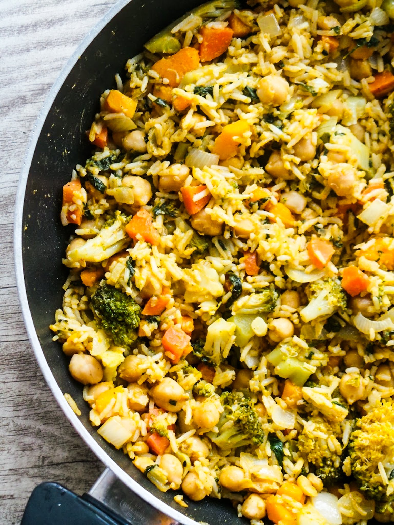 Easy and healthy chickpea curry recipe! This vegan chickpea recipe is healthy, simple and delicious - perfect for dinner and you can use the leftovers to make a different dish!