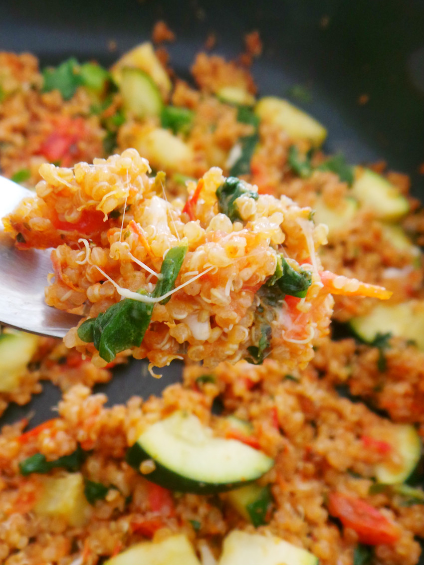 10-Minute healthy quinoa recipe that you can make for dinner tonight! This healthy quinoa risotto with tomato, basil and garlic is satisfying and incredibly tasty. Use cooked quinoa to make it in around 10 minutes, great weeknight dinner recipe! Vegetarian and gluten-free.
