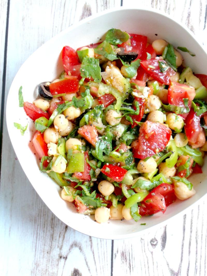 Healthy tomato, garlic and chickpea salad recipe