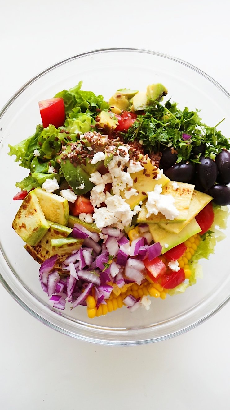 avocado and corn lunch salad
