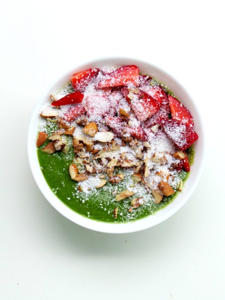 Green Smoothie Bowl. This tasty anti-inflammatory recipe for a green smoothie bowl makes a super healthy breakfast or a healthy snack that is full of antioxidants, vitamins & minerals. It's also vegan, gluten-free, dairy-free and paleo! Super easy and takes only 5-minutes to make, try it! | www.beautybites.org