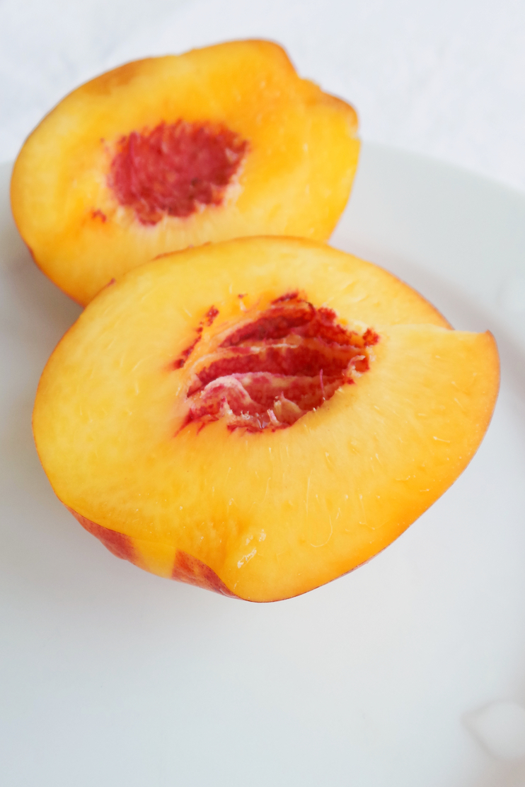 3-ingredient peach smoothie recipe - healthy, tasty and super easy! | www.beautybites.org