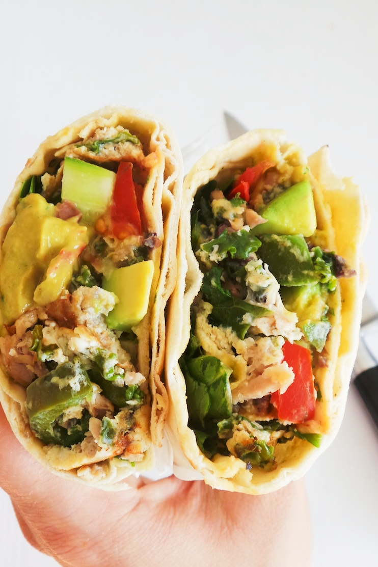 Healthy tuna wraps with eggs, kale and more vegetables. This is delicious as a healthy savory breakfast or as a satisfying lunch or even dinner. This tuna recipe will fill you up as it's high-protein, good source of fiber with all the vegetables and rich in antioxidants! This can also be a good clean eating meal prep recipe. #lunch #healthy #wraps