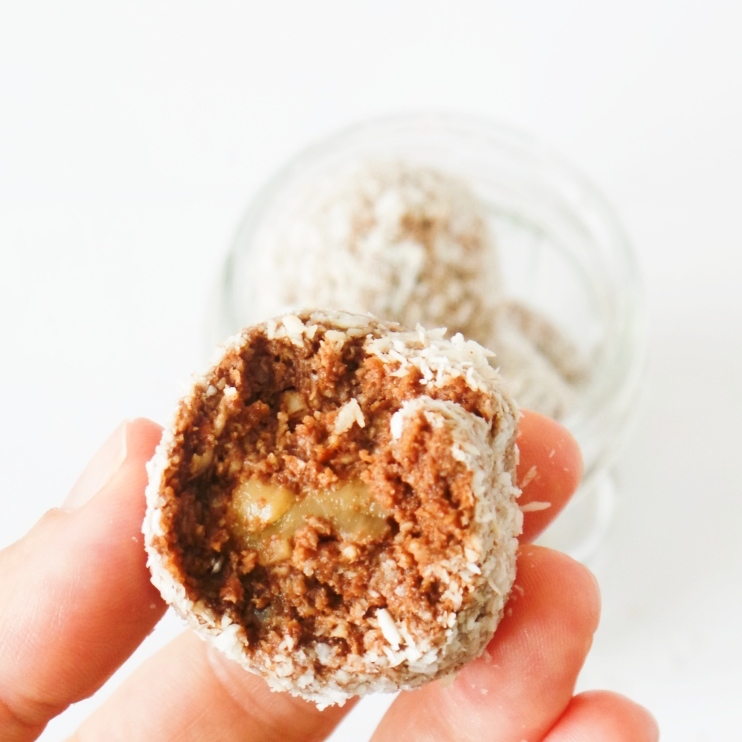 Healthy chocolate energy balls with dates and coconut! Easy and delicious healthy snack you can make in 15 minutes. It'll satisfy your chocolate cravings. This is also a good meal prep recipe, since it keeps in the fridge for 3-4 days!