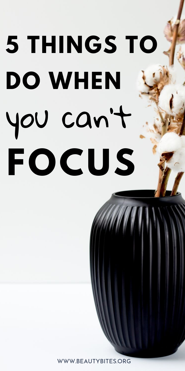 How to stay focused to achieve your goals! Staying focused is key will make you way more productive! Doing these 5 things at work will help you stay focused, so you finish your most important tasks!
