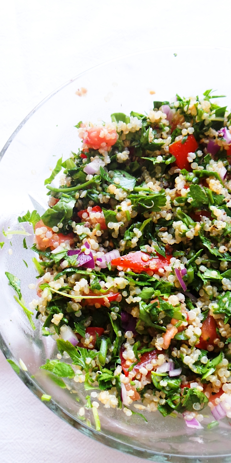 Fresh and healthy quinoa salad aka quinoa tabbouleh! This quinoa recipe is easy, vegan, gluten-free and delicious - great healthy side dish that goes with almost anything!