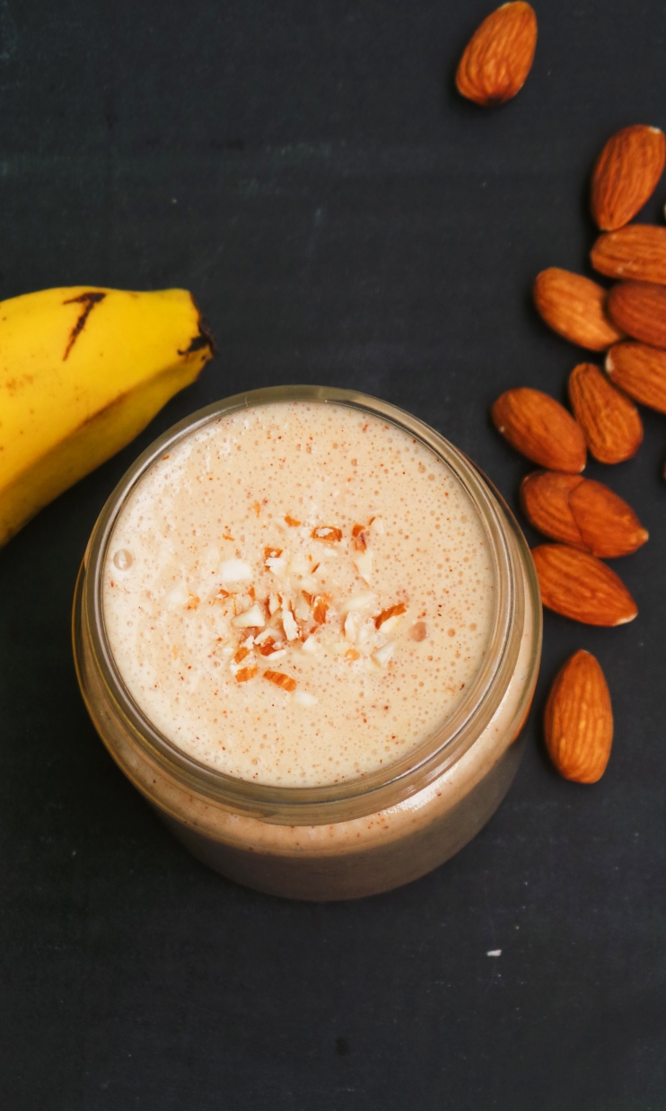 All you need to make this healthy breakfast smoothie is 5 minutes and 2 ingredients! It's creamy, filling and delicious. This easy smoothie recipe is vegan, paleo and gluten-free!