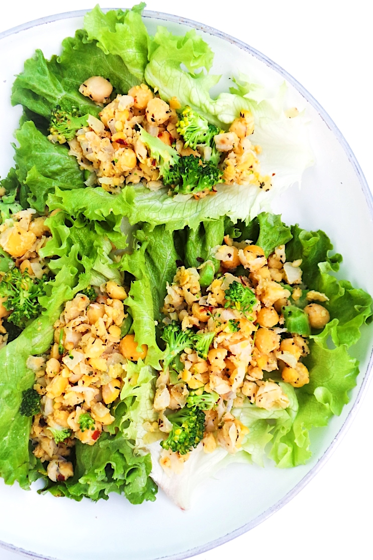 Chickpea scramble lettuce wraps - a delicious savory vegan breakfast or lunch idea that is also gluten-free and ready in 10 minutes. This healthy chickpea recipe is light, high-fiber, antioxidant-rich and anti-inflammatory! | clean eating breakfast recipe | vegan lettuce wraps