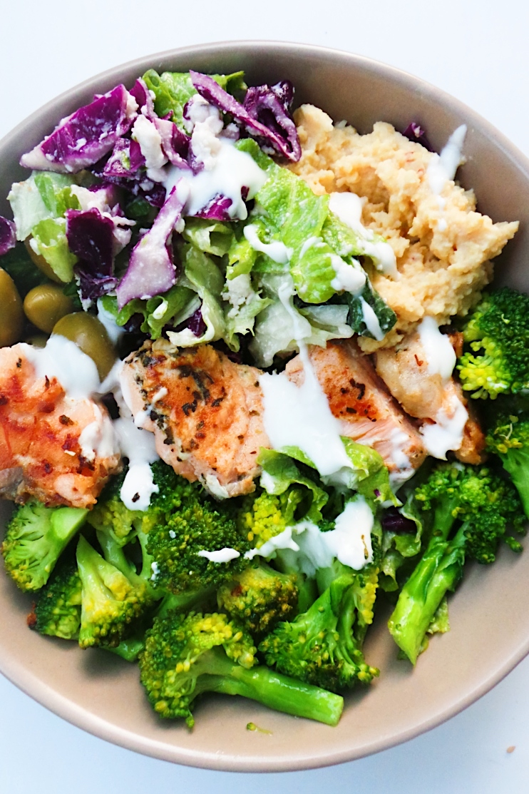 Mediterranean Salmon Bowl - a healthy dinner idea that is easy, full of flavor, super satisfying and ready in less than 30 minutes! This healthy salmon recipe comes with a meal prep option and can easily be made keto and low carb by using low-carb zucchini hummus (recipe provided). | clean eating dinner recipe