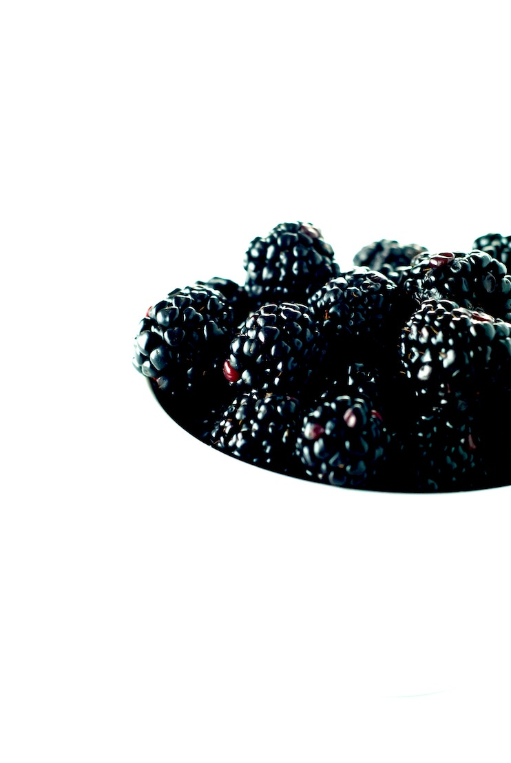 berries - anti-inflammatory foods, polyphenols, anthocyanins, vitamin C