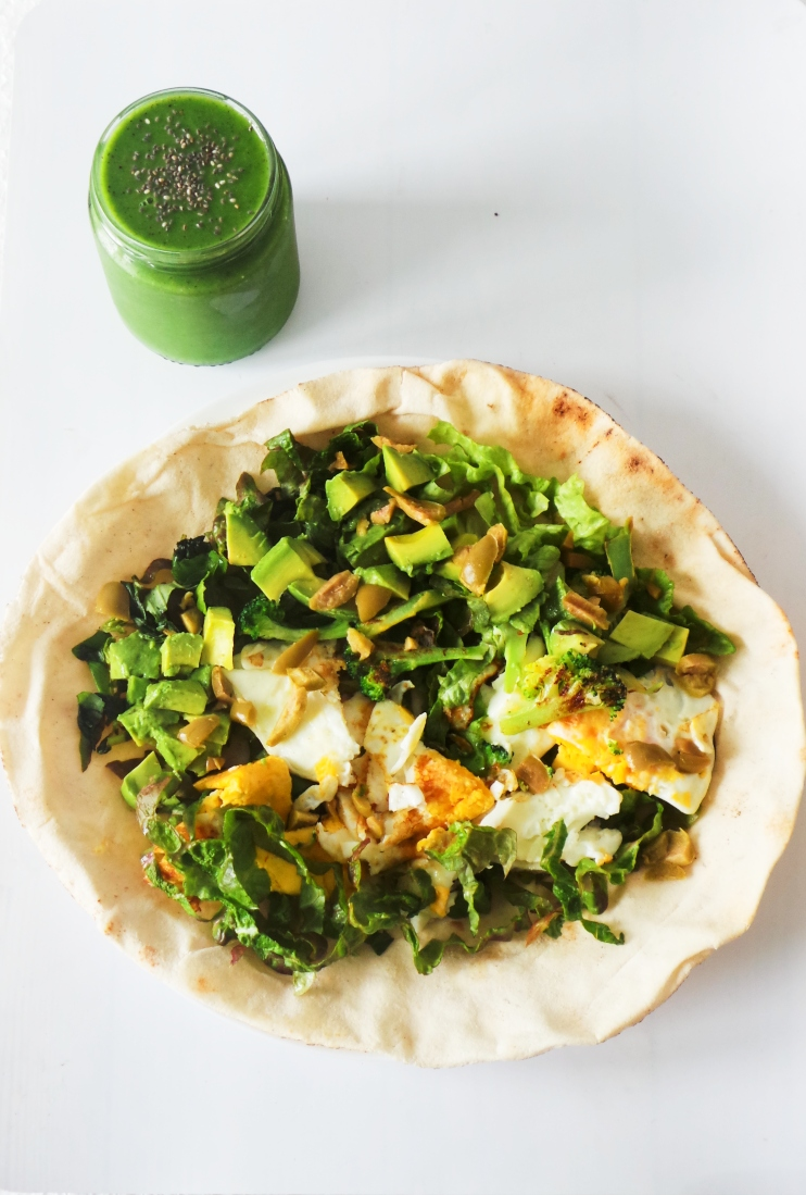 Healthy breakfast wrap with eggs, avocado and greens! This easy healthy breakfast is vegetarian and you can make it gluten-free by using a gluten-free tortilla. | Clean Eating Breakfast