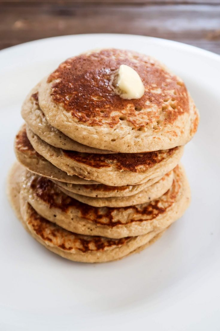 Healthy Banana Oat Pancakes - easy and healthy breakfast to eat on the go + 22 more easy breakfast ideas