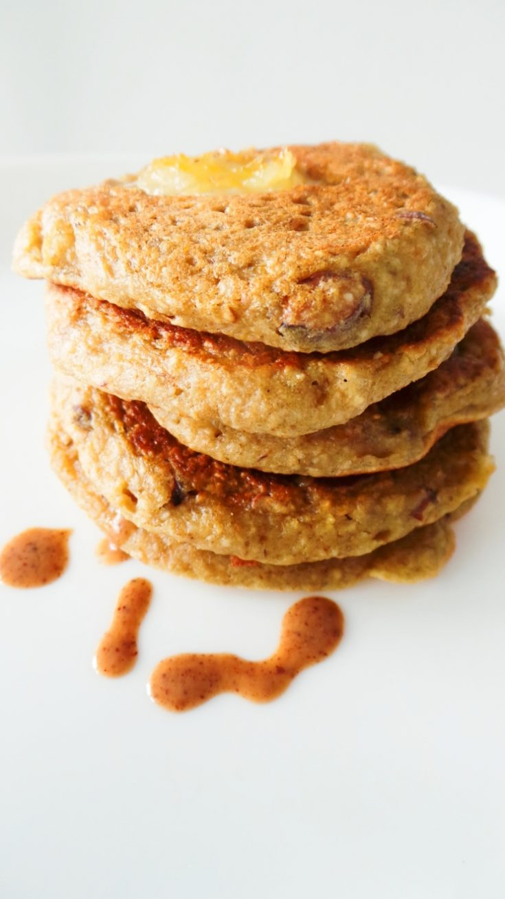 Vegan Banana Oatmeal Pancakes - flourless and refined sugar-free! These healthy pancakes are a quick and easy breakfast idea, a great way to start your mornings!   clean eating recipe
