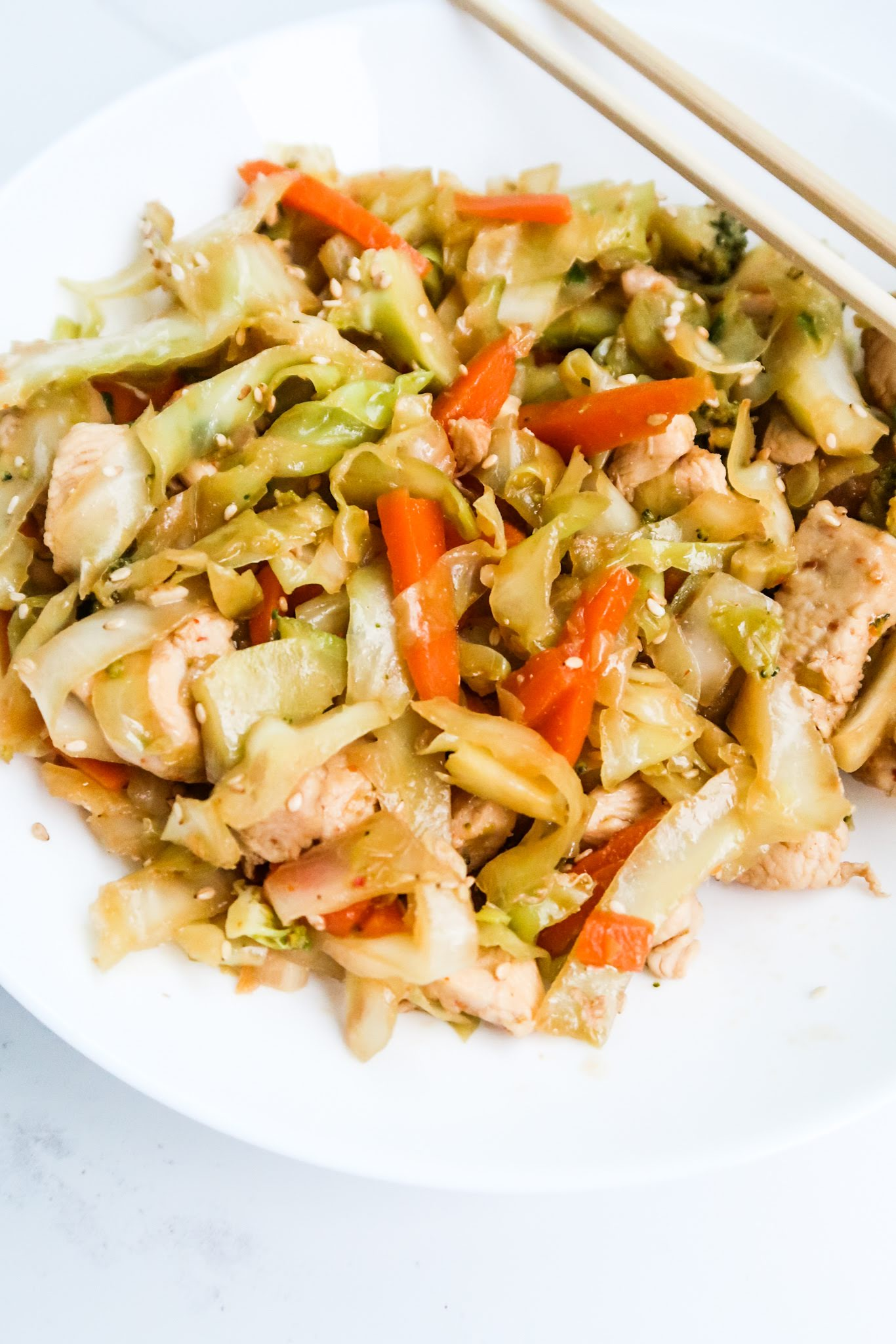This 20-Minute egg roll in a bowl with chicken is an easy and healthy dinner recipe that is low carb, gluten-free, dairy-free, rich in fiber and comes with an easy paleo option! This chicken recipe has lately become one of my go-to quick and healthy weeknight dinners!