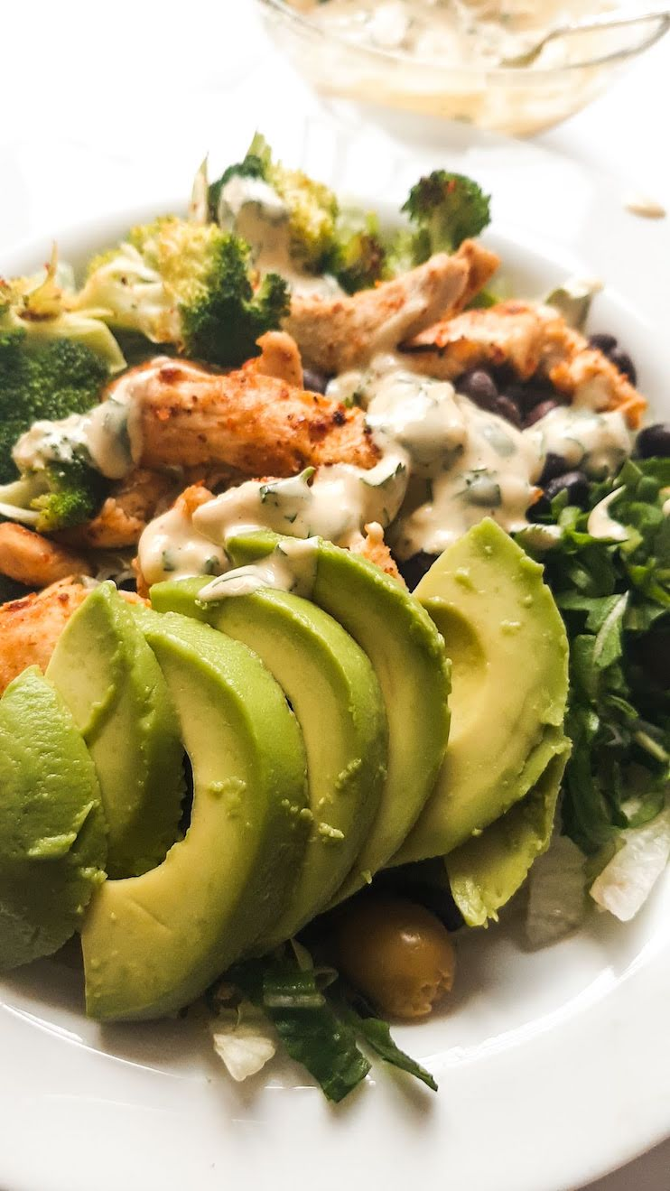 Healthy avocado chicken lunch bowls - perfect gluten-free lunch recipe that you can meal prep for the week ahead. It's simple, it's tasty and it can help you eat clean for the entire week.