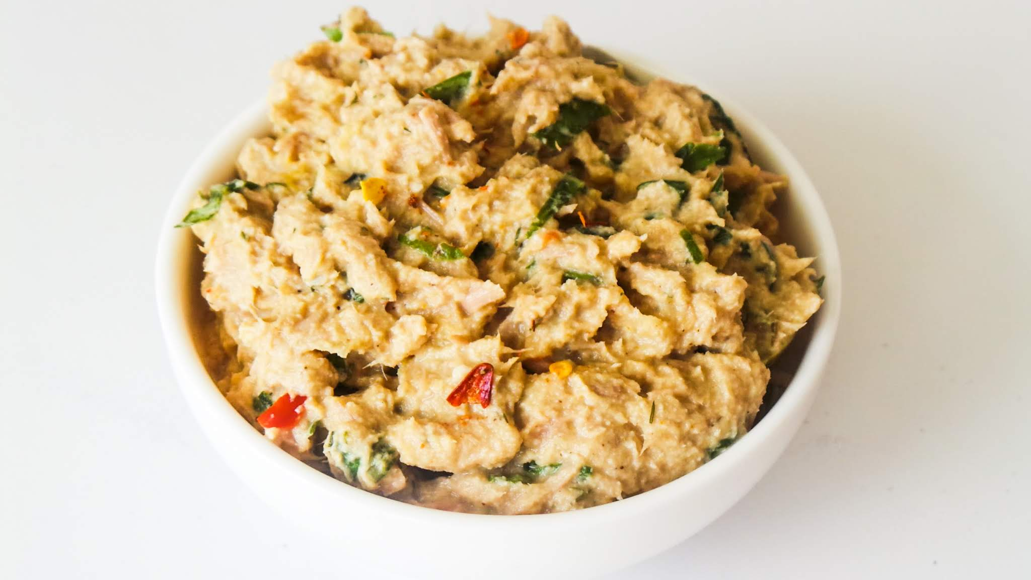 Easy paleo tuna salad recipe! This healthy tuna salad recipe is easy to make and great for a snack or healthy lunch!