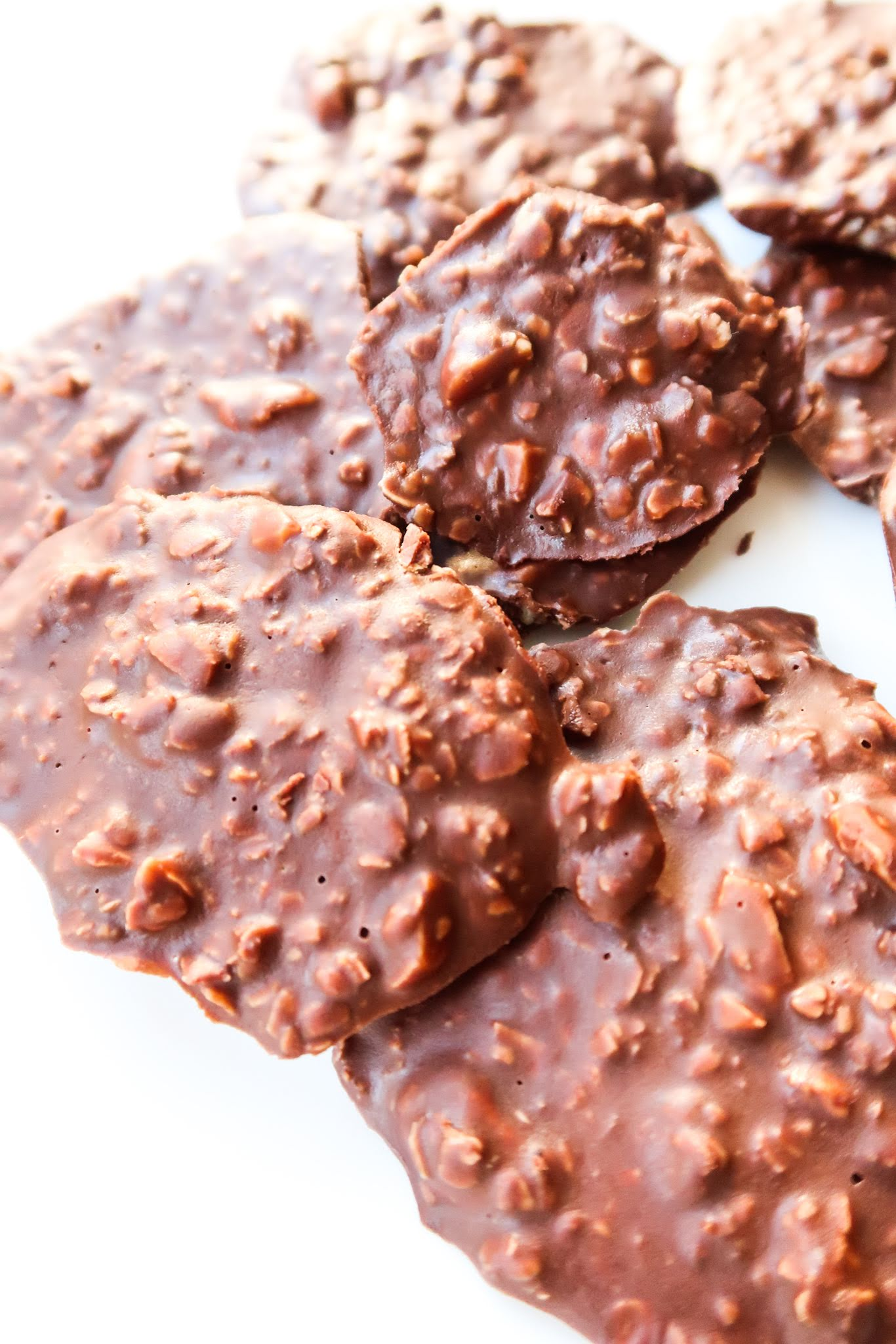 10-Minute Easy No-Bake Healthy Chocolate Cookies! Meal prep these healthy no-bake cookies for the week ahead - they are the perfect healthy snack whenever you crave something sweet, especially when that something is chocolate and peanut butter. This is a clean eating dessert recipe that you can make without much planning - it's only 5 ingredients.