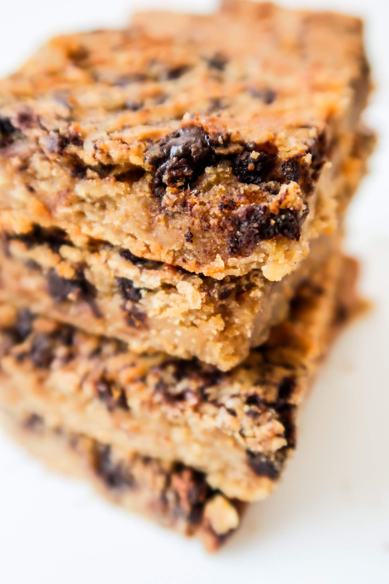 Healthy Peanut Butter Blondies Recipe With Chocolate chips! These easy flourless vegan chickpea blondies are a super delicious healthy dessert that you can make in around 30 minutes using minimal equipment. They're super delicious and you'll probably want to eat the entire thing in one day…