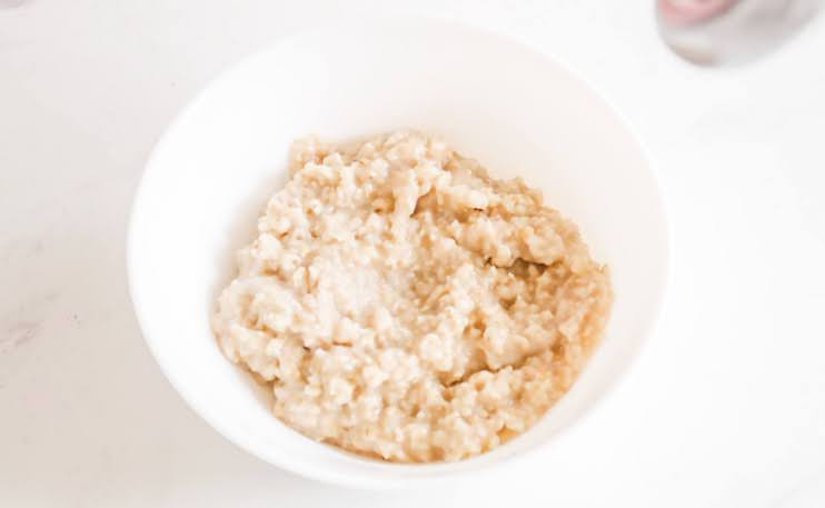My easy banana oatmeal recipe made with caramelized bananas (or one banana) and coconut cream super delicious - a quick and easy breakfast idea for the cold months.