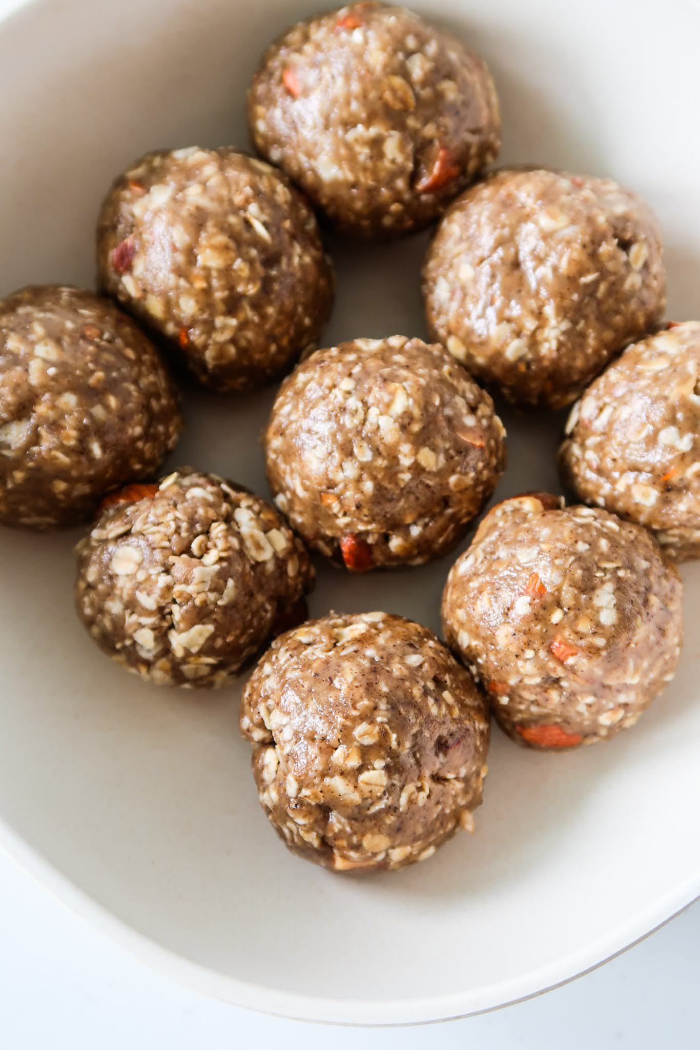 Better than granola bars: these healthy granola balls are delicious and a quick and easy breakfast idea that is gluten-free and dairy free. Also a great healthy snack!