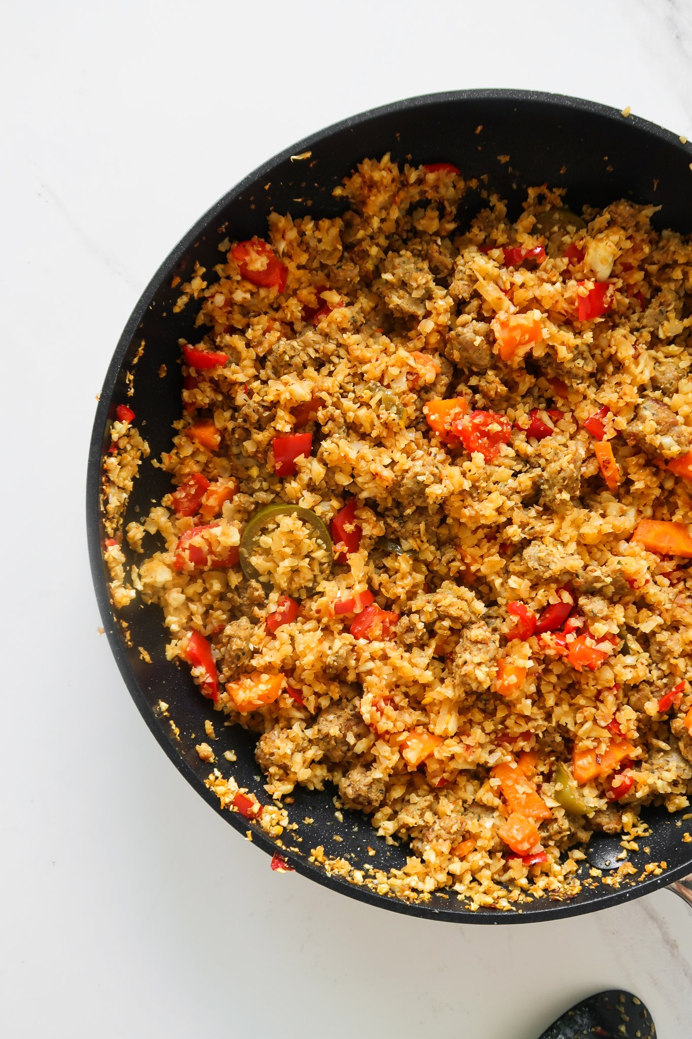 Super easy spicy cauliflower rice recipe with ground turkey, spices and vegetables - simple healthy dinner idea that you'll want to make again and again and again! Ready in about 20 minutes, this tasty cauliflower recipe is great if you're keeping a gluten-free dairy-free diet, it's also paleo and low carb. But even if you're not and simply want to add some new healthy meals to your weekly meal prep this is for you as well.
