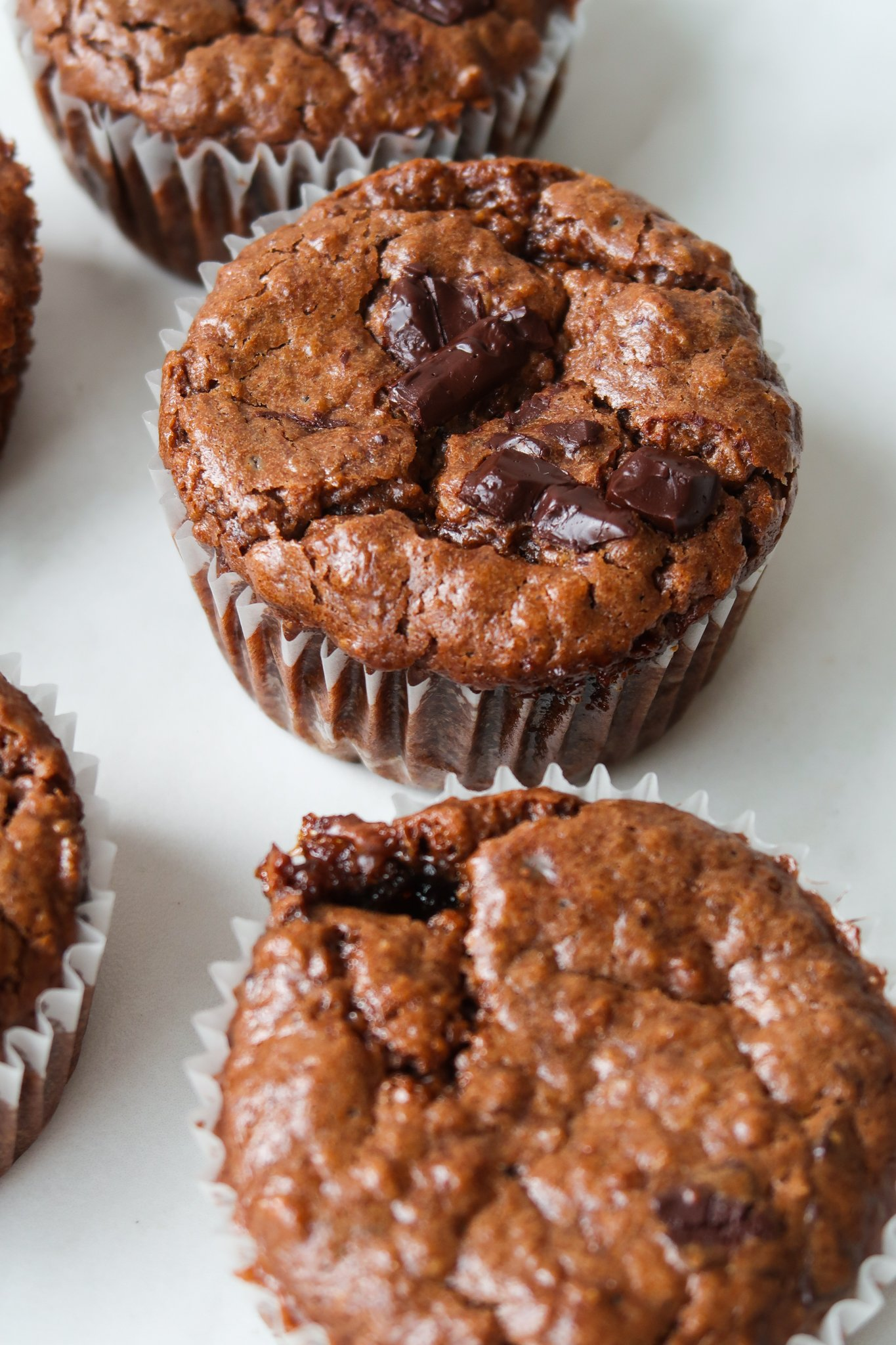 Learn how to make these delicious vegan oatmeal muffins with this easy flourless vegan muffin recipe without banana using almond butter, oats and coconut sugar!